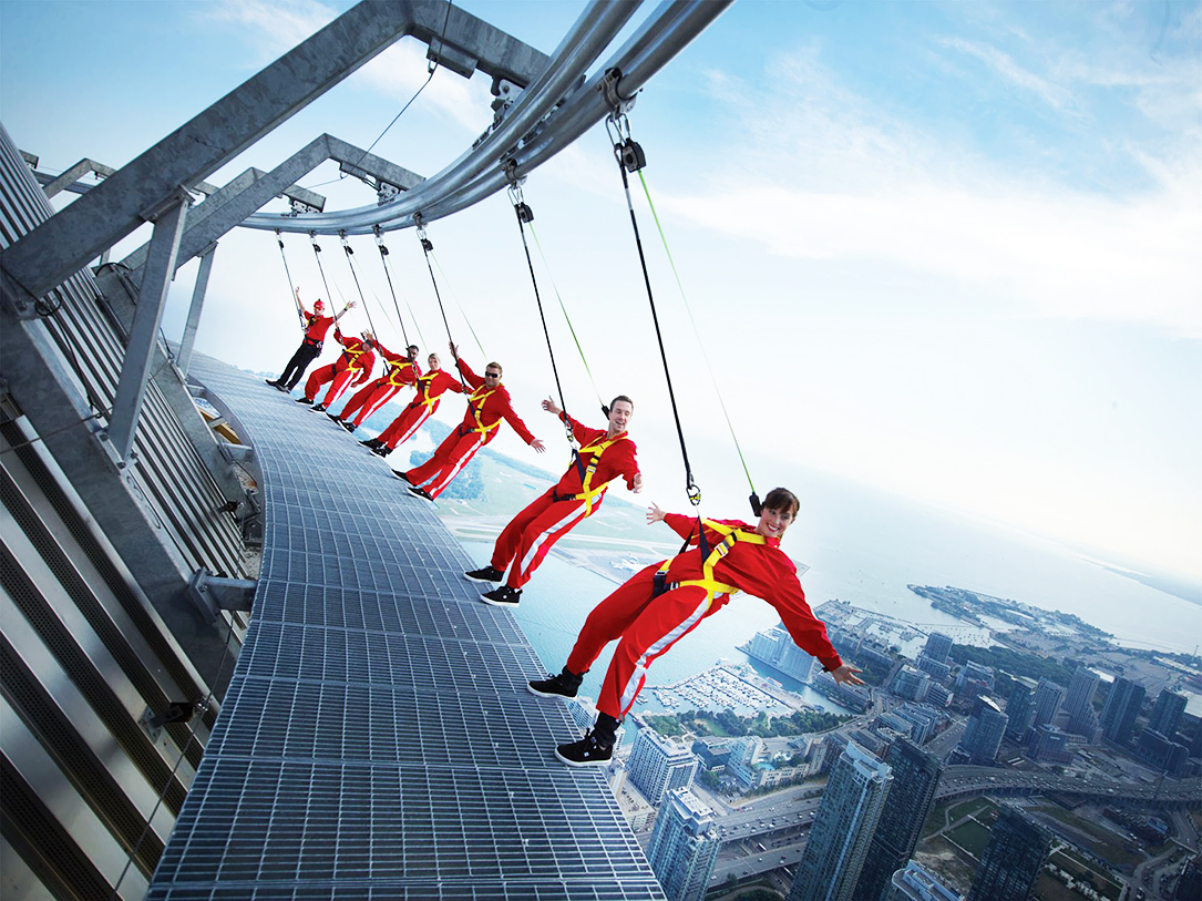 EdgeWalking at CN Tower in Toronto